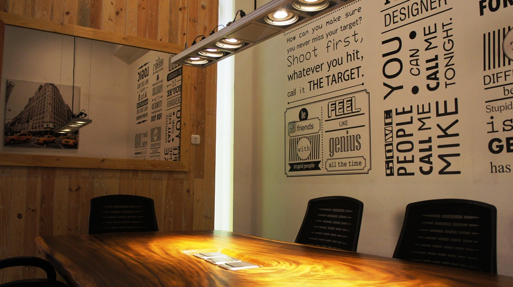 A private meeting room that able to accommodate 4-6 people